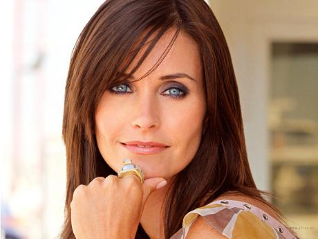 courteney_cox_back_on_stage_as_a_cougar_town_woman_main_10314