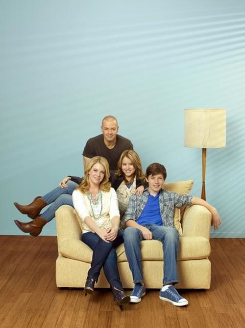 ABC-Family-Melissa-and-Joey001.jpg